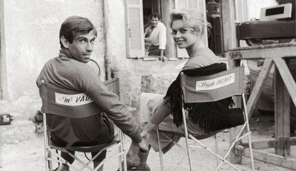 Brigitte Bardot avec son époux Roger Vadim lors d'une pause sur le tournage de Et dieu créa la femme à Saint-Tropez